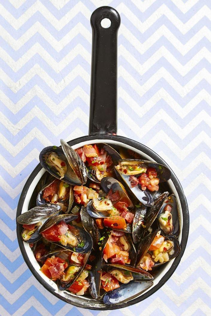 """<p>Please the kids when they ask for French fries for dinner — but give them an adult spin with a jus made from fresh mussels.</p><p><em><a href=""""https://www.goodhousekeeping.com/food-recipes/easy/a44750/spicy-italian-mussels-frites-recipe/"""" rel=""""nofollow noopener"""" target=""""_blank"""" data-ylk=""""slk:Get the recipe for Spicy Italian Mussels and &quot;Frites&quot; »"""" class=""""link rapid-noclick-resp"""">Get the recipe for Spicy Italian Mussels and """"Frites"""" »</a></em></p><p><a class=""""link rapid-noclick-resp"""" href=""""https://go.redirectingat.com?id=74968X1596630&url=https%3A%2F%2Fwww.qvc.com%2FGood-Housekeeping-Forged-Aluminum-10%2522-and-12%2522-Fry-Pan-Set.product.K50808.html%3Fsc%3DNAVLIST&sref=https%3A%2F%2Fwww.goodhousekeeping.com%2Ffood-recipes%2Feasy%2Fg34360988%2Feasy-dinner-recipes%2F"""" rel=""""nofollow noopener"""" target=""""_blank"""" data-ylk=""""slk:SHOP FRY PANS"""">SHOP FRY PANS</a></p>"""