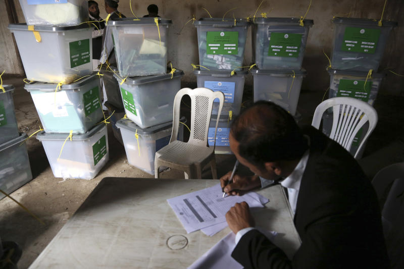 An Afghan ballot counter reads the instruction on how to count and register votes in Jalalabad, east of Kabul, Afghanistan, Sunday, April 6, 2014. Across Afghanistan, voters turned out in droves Saturday to cast ballots in a crucial presidential election. The vote will decide who will replace President Hamid Karzai, who is barred constitutionally from seeking a third term. Partial results are expected as soon as Sunday. (AP photo/Rahmat Gul)
