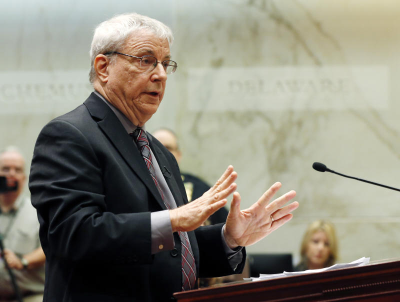 FILE - In an Oct. 8, 2014 file photo, attorney Steven Wise of the Nonhuman Rights Project argues on behalf of Tommy, a chimpanzee, before the New York Supreme Court Appellate Division, in Albany, N.Y.  A New York appeals court on Thursday, June 8, 2017 is upholding a lower court's ruling that two adult male chimpanzees don't have the legal rights of people.  Wise had argued to the appeals court in March that adult male chimps named Tommy and Kiko should be granted a writ of habeas corpus. (AP Photo/Mike Groll, File)