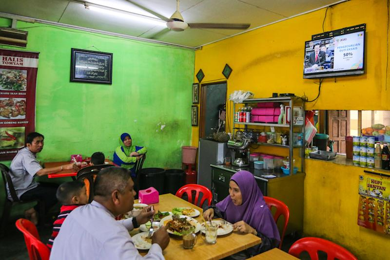 People watch a 'live' telecast of the tabling of Budget 2020 by Finance Minister Lim Guan Eng at an eatery in Kuala Lumpur October 11, 2019. — Picture by Firdaus Latif