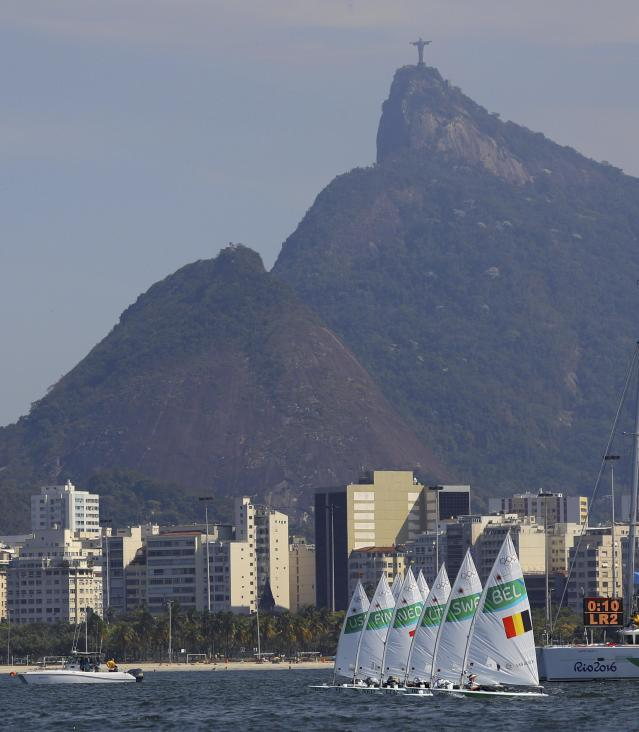 2016 Rio Olympics - Sailing - Final - Women's One Person Dinghy - Laser Radial - Medal Race - Marina de Gloria - Rio de Janeiro, Brazil - 16/08/2016.Sailors are pictured at the start of the race . REUTERS/Brian Snyder FOR EDITORIAL USE ONLY. NOT FOR SALE FOR MARKETING OR ADVERTISING CAMPAIGNS.