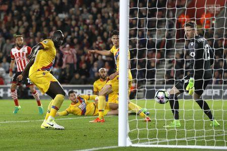 Britain Soccer Football - Southampton v Crystal Palace - Premier League - St Mary's Stadium - 5/4/17 Southampton's Nathan Redmond scores their first goal Reuters / Peter Nicholls Livepic