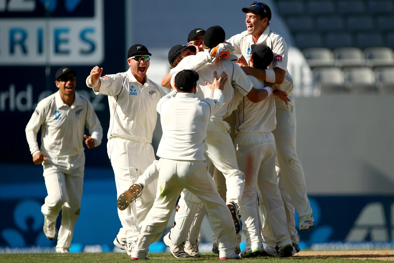 AUCKLAND, NEW ZEALAND - FEBRUARY 09:  New Zealand celebrate the final wicket of Ishant Sharma of India during day four of the First Test match between New Zealand and India at Eden Park on February 9, 2014 in Auckland, New Zealand.  (Photo by Phil Walter/Getty Images)