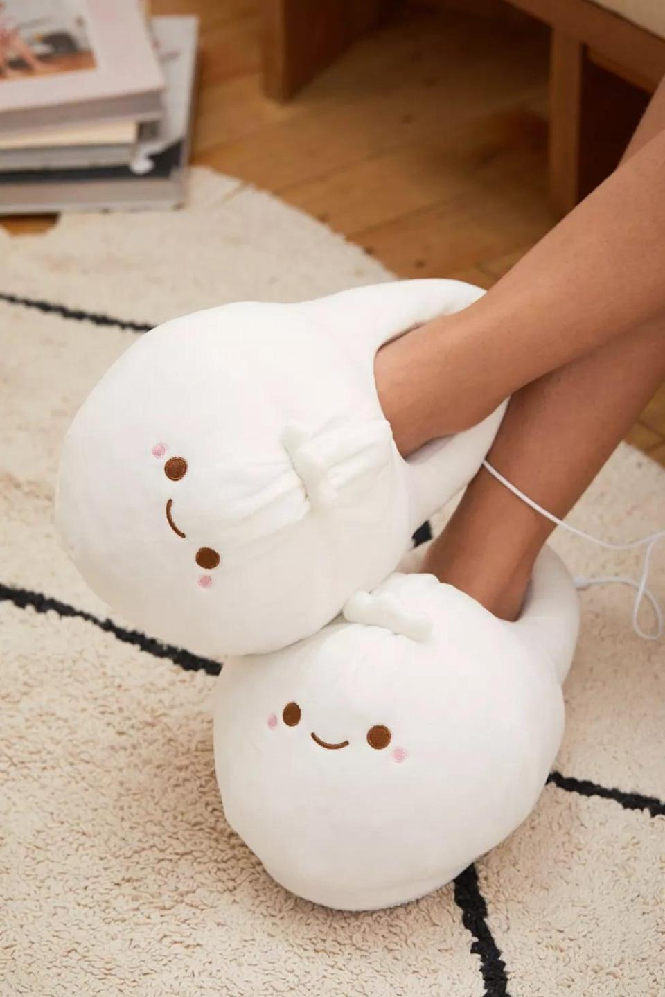 <p>They can keep their feet toasty with these <span>Smoko Heated Slippers</span> ($35).</p>