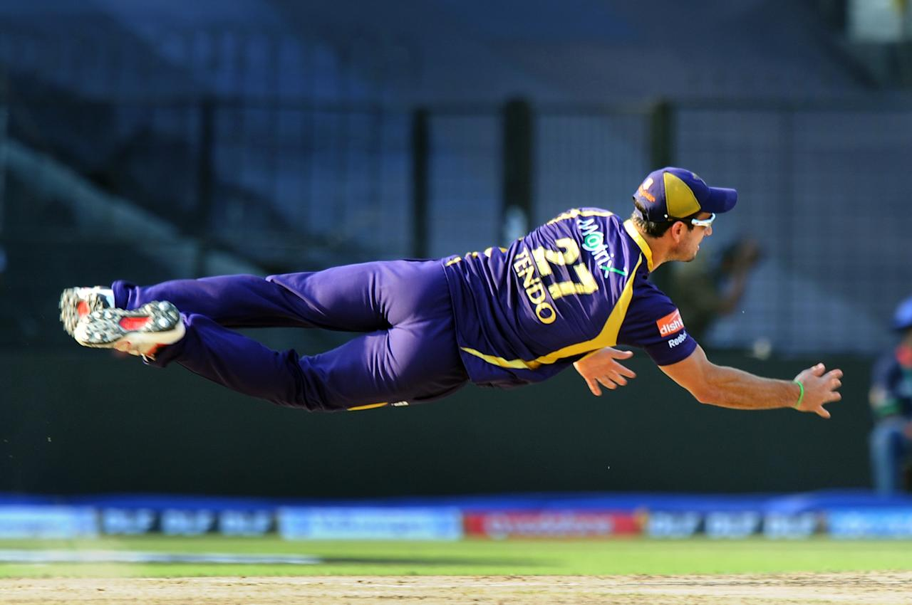 Kolkata Knight Riders Ryan ten Doeschate dives to attempt a run out during the IPL Twenty20 cricket match between Kolkata Knight Riders and Kings XI Punjab at The Eden Gardens in Kolkata on April 15, 2012. RESTRICTED USE MOBILE USE WITHIN NEWS PACKAGE. AFP PHOTO/Dibyangshu SARKAR (Photo credit should read DIBYANGSHU SARKAR/AFP/Getty Images)