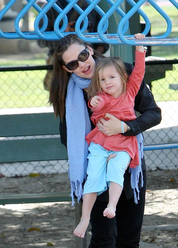 Jennifer Garner -- who's currently pregnant with her third child -- took advantage of that lovely Los Angeles weather and accompanied her daughters to a park in Santa Monica, where Seraphina, 2, got a little extra support from mom. (12/4/2011)
