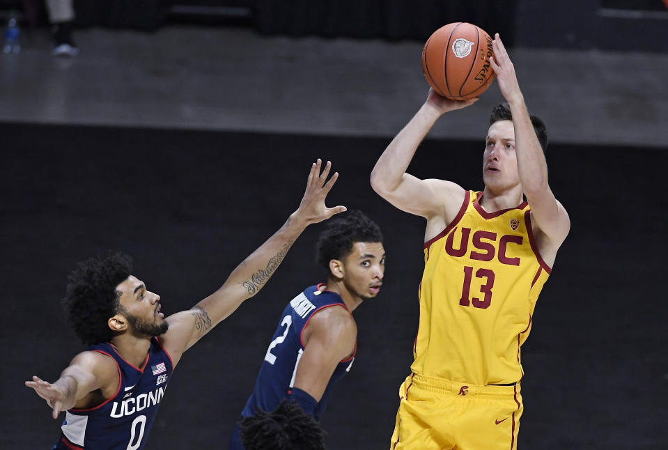 Southern California's Drew Peterson shoots over Connecticut's Jalen Gaffney, left, during the first half of an NCAA college basketball game Thursday, Dec. 3, 2020, in Uncasville, Conn. (AP Photo/Jessica Hill)