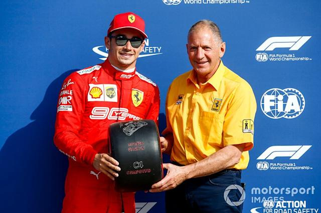 "Jody Scheckter presenta il Pole Sitter Charles Leclerc, Ferrari con il Pirelli Pole Position Award <span class=""copyright"">Andy Hone / LAT Images</span>"