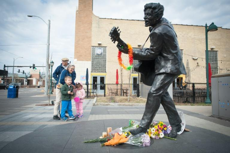 John and Carolyn Hellmuth visit the statue of singer and musician Chuck Berry with their grandchildren, Millie and Maxon, in University City, Missouri, on March 19, 2017