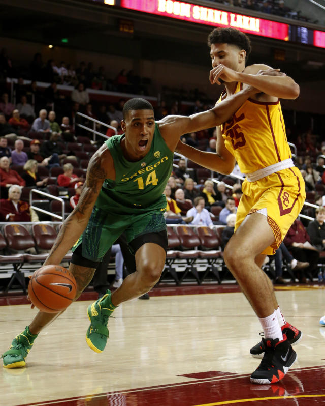 Oregon's Kenny Wooten, left, drives against Southern California's Bennie Boatwright during the first half of an NCAA college basketball game Thursday, Feb. 21, 2019, in Los Angeles. (AP Photo/Ringo H.W. Chiu)
