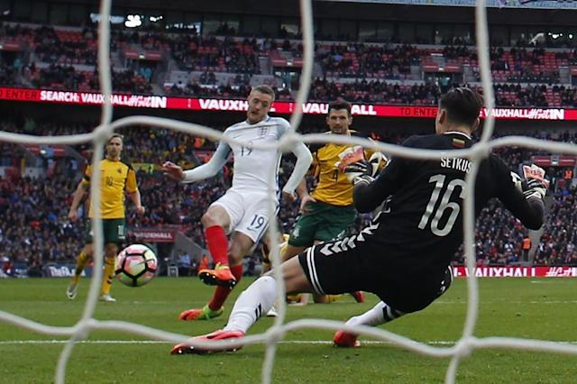 England's Jamie Vardy shoots past Lithuania's goalkeeper Ernestas Setkus to score their second goal during the Russia 2018 World Cup qualification match, at Wembley Stadium in London, on March 26, 2017 (AFP Photo/Adrian Dennis)