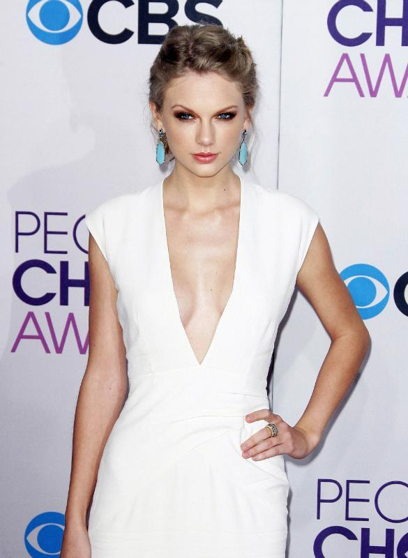 Plastic Surgeon Claims 'Taylor Swift Has Had A Boob Job' After Flaunting A Fuller Cleavage