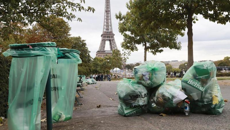 Critics slam 20-year wait for French plastics ban