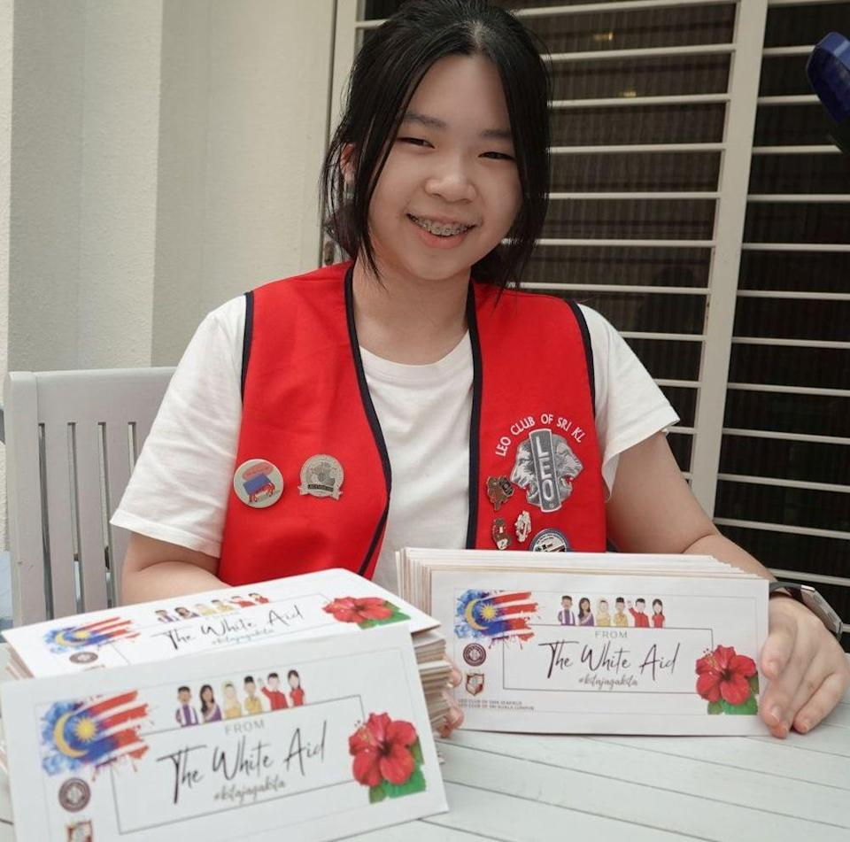 Chong and members of Leo Clubs managed to collect RM6,600 to distribute to the needy in Subang Jaya. — Picture courtesy of Chong Wan Yue