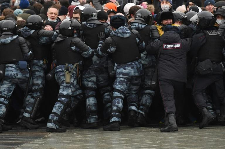 Police try to disperse protesters during a rally in support of jailed opposition leader Alexei Navalny in downtown Moscow on January 23, 2021