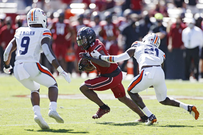 COLUMBIA, SC - OCTOBER 17: Shi Smith #13 of the South Carolina Gamecocks looks for running room after catching a pass against Smoke Monday #21 of the Auburn Tigers in the second quarter of the game at Williams-Brice Stadium on October 17, 2020 in Columbia, South Carolina. (Photo by Joe Robbins/Getty Images)
