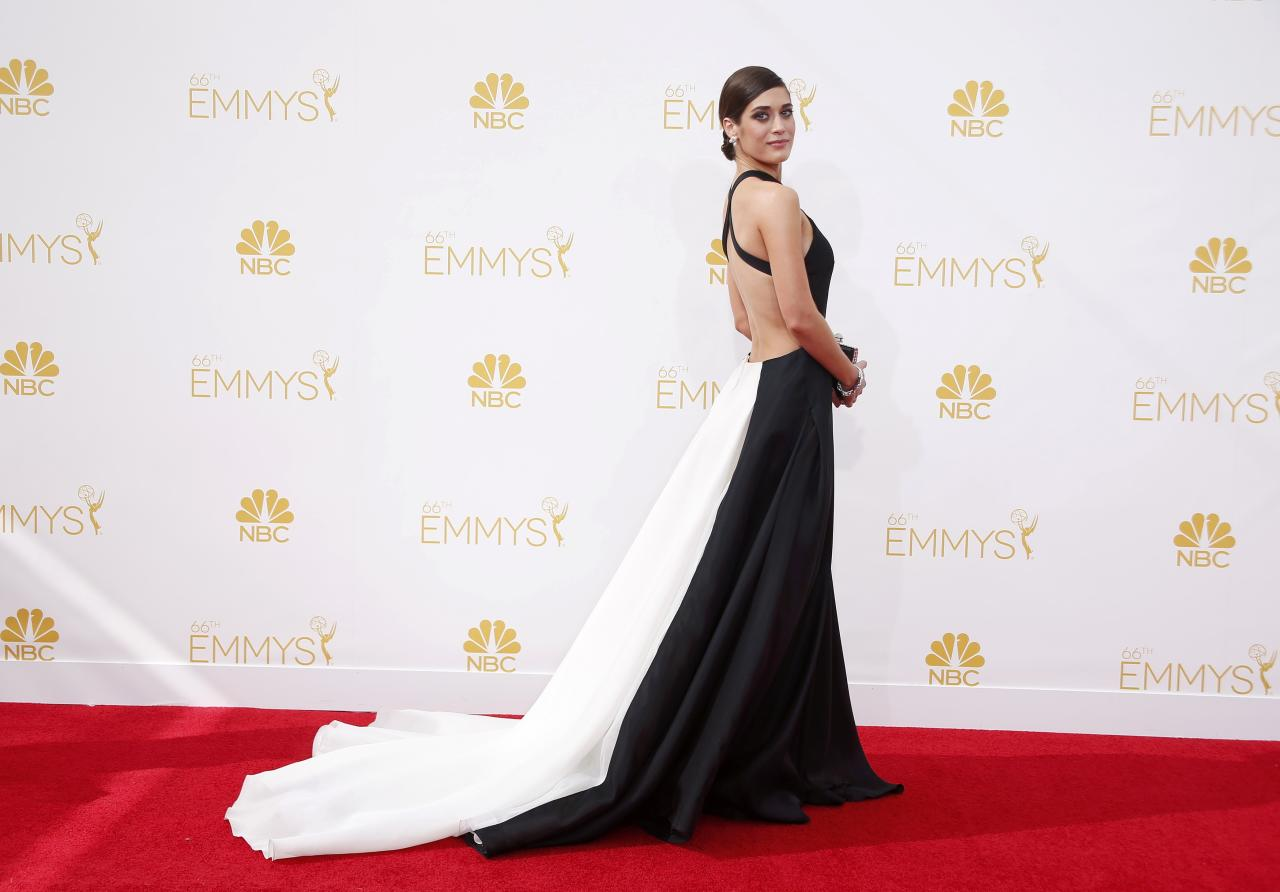 """Lizzy Caplan from the Showtime series """"The Masters of Sex"""" arrives at the 66th Primetime Emmy Awards in Los Angeles, California August 25, 2014. REUTERS/Lucy Nicholson (UNITED STATES -Tags: ENTERTAINMENT)(EMMYS-ARRIVALS)"""