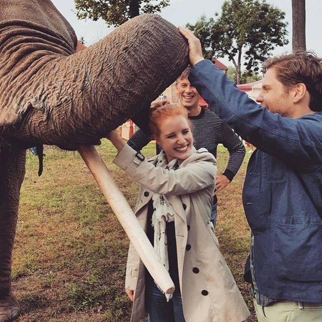Jessica Chastain, Daniel Bruhl, and their elephant co-star.