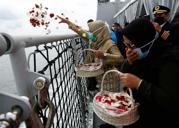 PHOTO: Family members of the passengers of Sriwijaya Air Flight 182 react while throwing flowers from the deck of the Indonesian Navy's KRI Semarang ship as they visit the site of the crash at sea, off the coast of Jakarta, Indonesia, on Jan. 22, 2021. (Ajeng Dinar Ulfiana/Reuters)