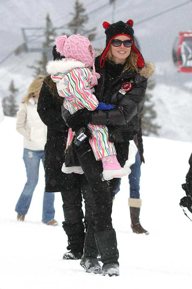 "Supermodel Heidi Klum trekked up the slopes in Aspen carrying her daughter Leni. <a href=""http://www.x17online.com"" target=""new"">X17 Online</a> - December 20, 2007"