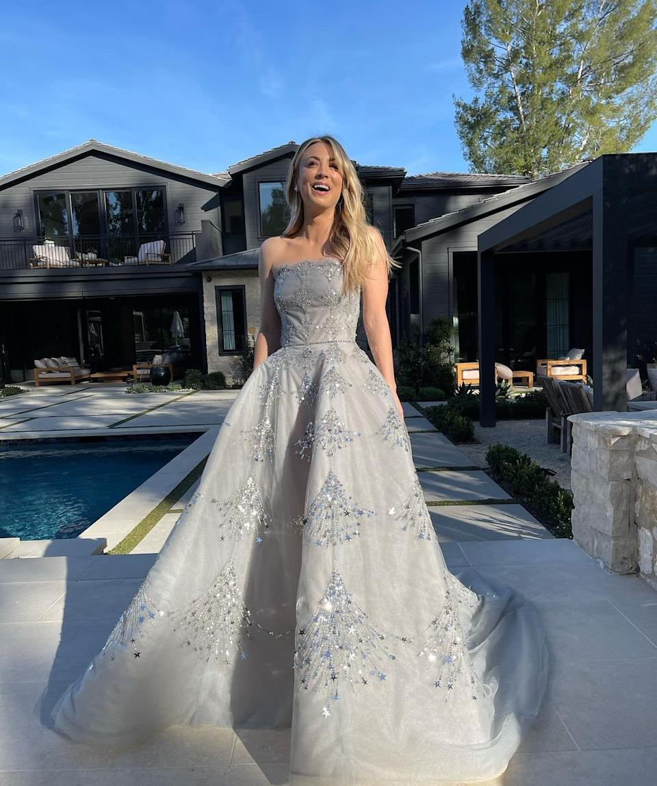 Kaley Cuoco donned a stunning strapless Oscar de la Renta gown for an at-home red carpet near her pool in LA. Photo: Instagram/kaleycuoco.