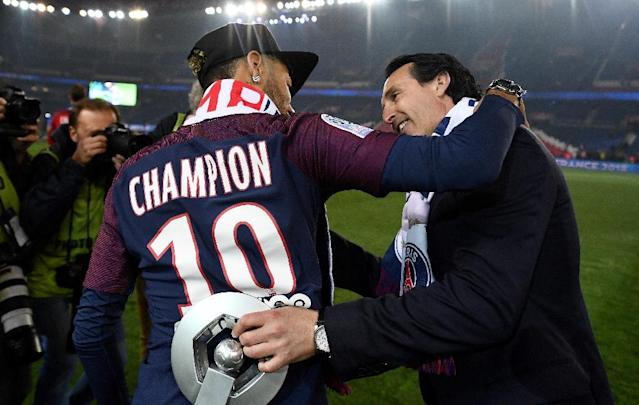 Outgoing PSG coach Unai Emery (R) with Neymar at the club's title celebrations last week (AFP Photo/FRANCK FIFE)