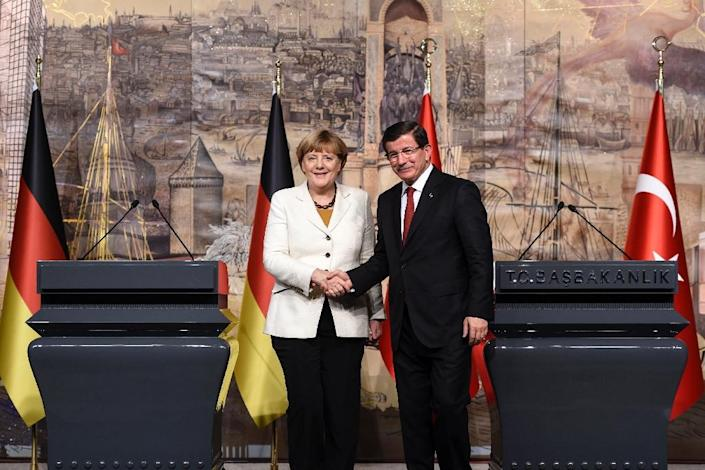 German Chancellor Angela Merkel (L) shakes hand with Turkish Prime Minister Ahmet Davutoglu after their meeting on October 18, 2015, in Istanbul (AFP Photo/Bulent Kilic)