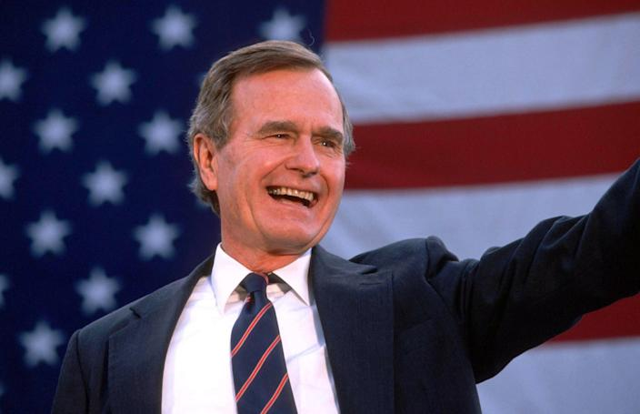 <p>George H.W. Bush waves to a crowd of supporters on Nov. 5, 1988. Bush and his running mate, Dan Quayle, defeated Michael Dukakis in the presidential election. (Photo: Cynthia Johnson/Liaison) </p>