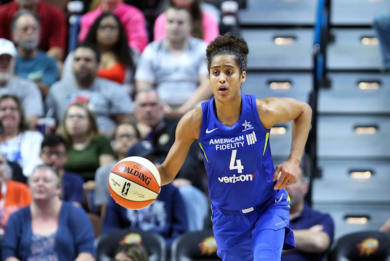 UNCASVILLE, CT - AUGUST 14: Dallas Wings guard Skylar Diggins-Smith (4) fast breaks during a WNBA game between Dallas Wings and Connecticut Sun on August 14, 2018, at Mohegan Sun Arena in Uncasville, CT. Connecticut won 96-76. (Photo by M. Anthony Nesmith/Icon Sportswire via Getty Images)
