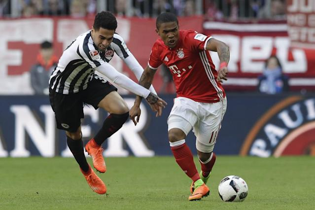 <p>Douglas Costa<br> País: Brasil<br> Adversario: Real Madrid<br> Foto: AP </p>