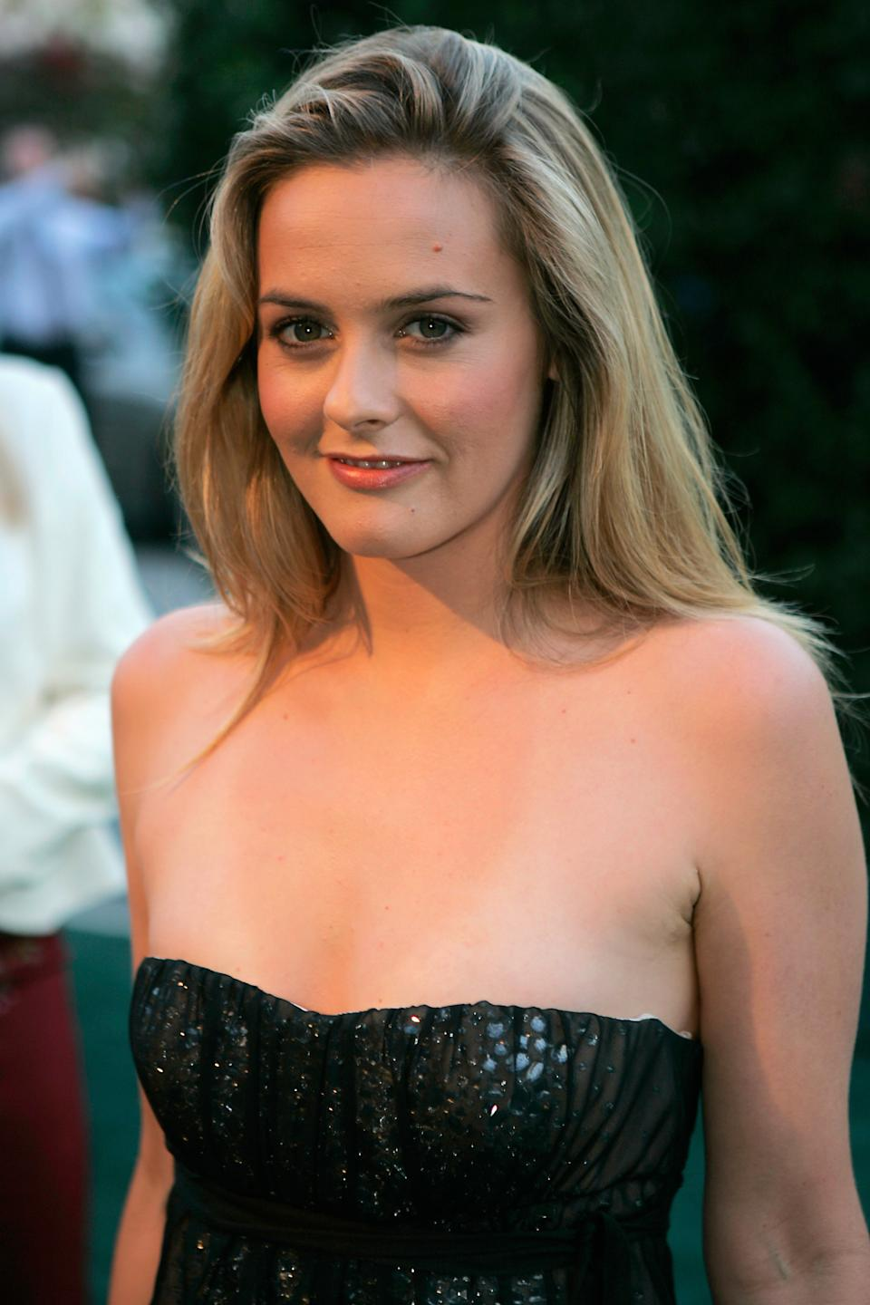 Alicia Silverstone poses as she arrives at the 15th annual Environmental Media Awards in Los Angeles October 19, 2005. REUTERS/Max Morse