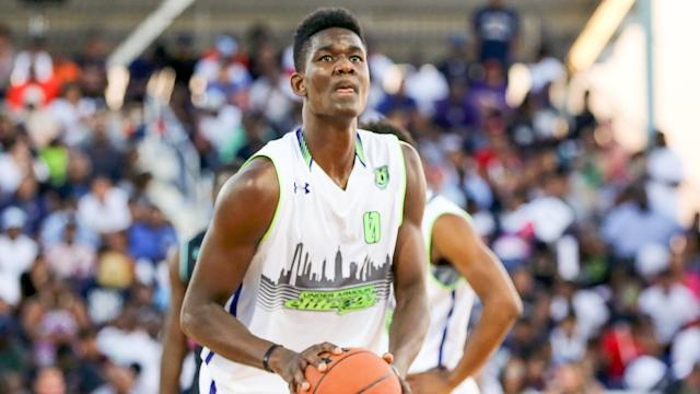 Kansas and Kentucky were in the running to sign Deandre Ayton before he ultimately chose Arizona in a surprise. (Getty)
