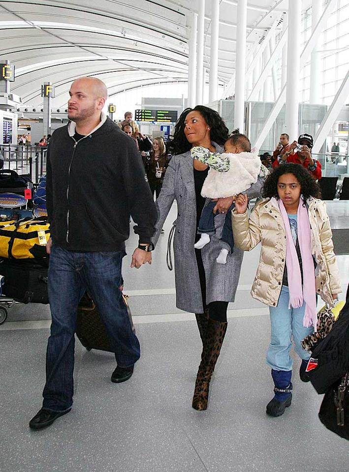 "Scary Spice Melanie Brown has the largest traveling party, which includes husband Stephen Belafonte, baby Angel Iris, and daughter Phoenix Chi. O'Neill/White/<a href=""http://www.infdaily.com"" target=""new"">INFDaily.com</a> - February 5, 2008"