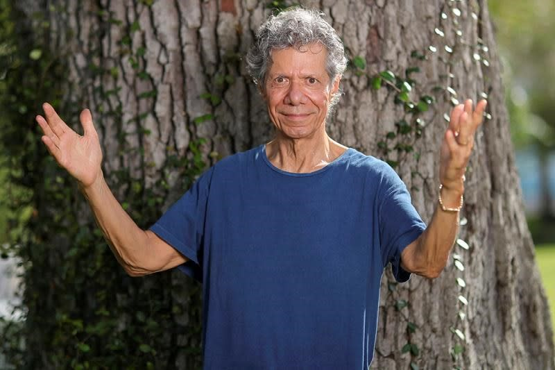 On new album, Chick Corea plays with a piano and his fans