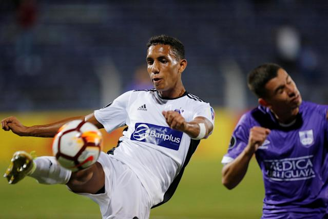 Soccer Football - Defensor Sporting v Monagas - Copa Libertadores - Luis Franzini Stadium, Montevideo, Uruguay - April 17, 2018. Defensor Sporting's Facundo Castro and Monagas' Ismael Romero. REUTERS/Andres Stapff