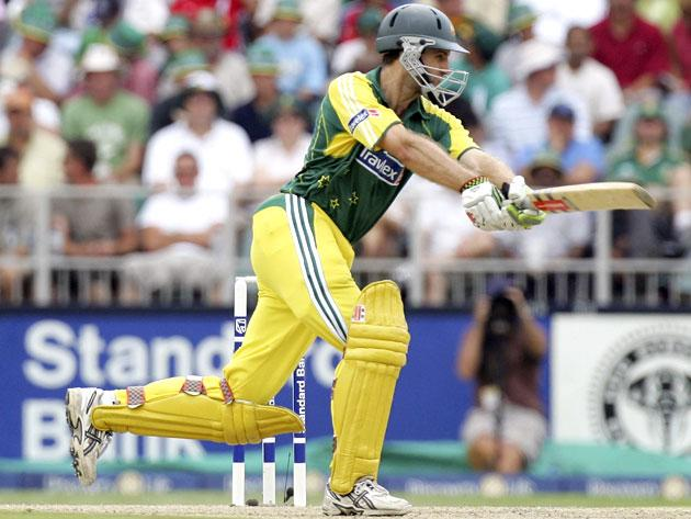 JOHANNESBURG, SOUTH AFRICA - MARCH 12:  Simon Katich of Australia in action during the fifth One Day International between South Africa and Australia played at Wanderers Stadium on March 12, 2006 in Johannesburg, South Africa.  (Photo by Hamish Blair/Getty Images)