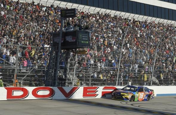 Harvick takes checkered flag at Dover for 4th NASCAR win