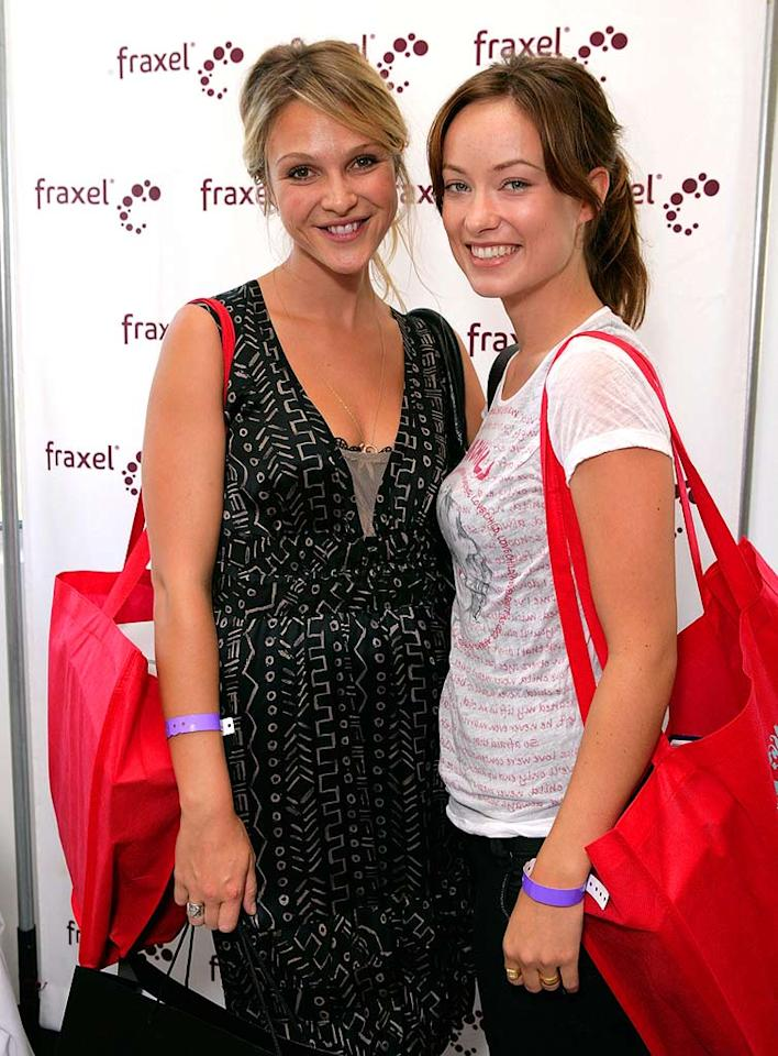 "Beau Garrett and Olivia Wilde did an excellent job loading up on free goods. Todd Williamson/<a href=""http://www.wireimage.com"" target=""new"">WireImage.com</a> - September 13, 2007"