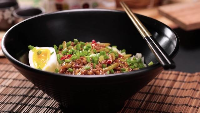 Spicy bean paste noodle with minced beef, french beans, and onsen egg