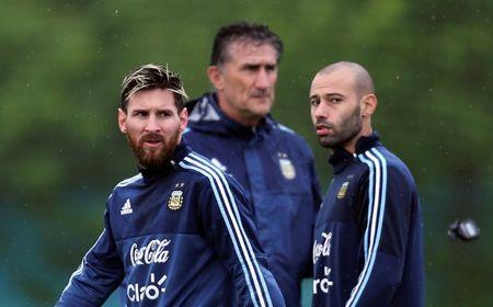 Football Soccer - Argentina's national soccer team training - World Cup 2018 Qualifiers