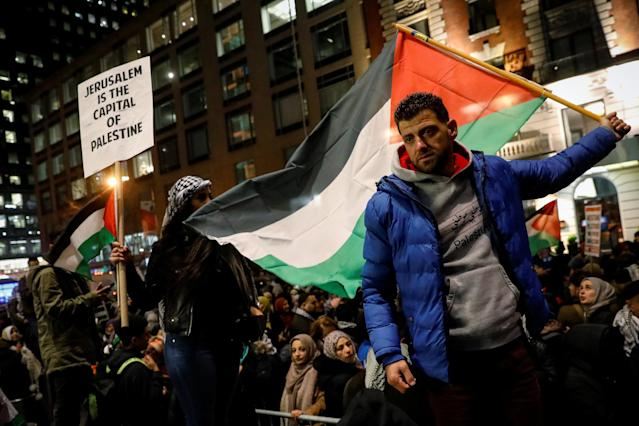 <p>Pro-Palestinian demonstrators gather in New York City, Dec. 8, 2017. (Photo: Brendan McDermid/Reuters) </p>