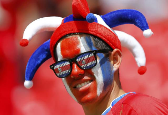 A fan of Costa Rica smiles before their 2014 World Cup Group D soccer match against Italy at the Pernambuco arena in Recife June 20, 2014. REUTERS/Brian Snyder (BRAZIL - Tags: SOCCER SPORT WORLD CUP)
