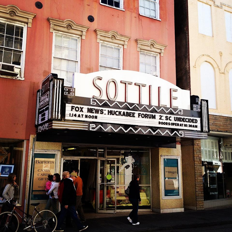 Outside the Huckabee Forum at the Sottile Theatre in Charleston, South Carolina (Yahoo News)