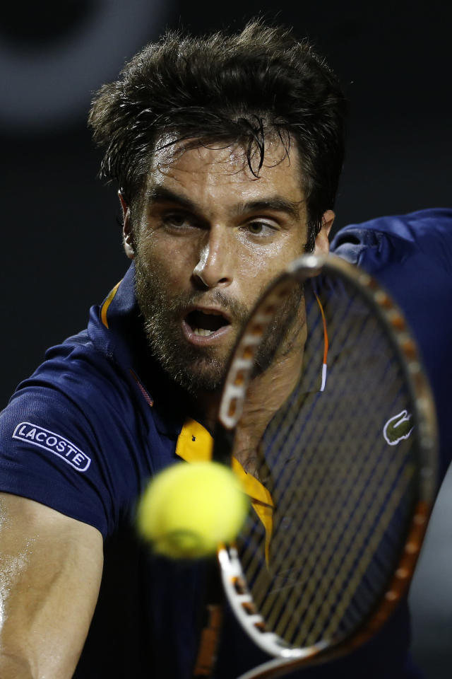 Spain's Pablo Andujar returns the ball to Austria's Dominic Thiem during the Rio Open tennis tournament in Rio de Janeiro, Brazil, Thursday, Feb. 22, 2018. (AP Photo/Leo Correa)