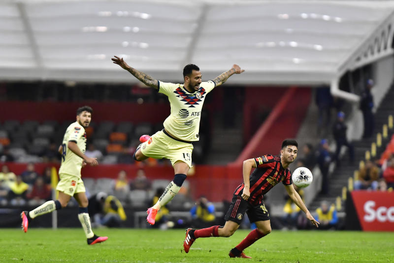 MEXICO CITY, MEXICO - MARCH 11: Victor Aguilera (L) of America fights for the ball with Gonzalo Martínez (R) of Atlanta United during a quarter final first leg match between Club America and Atlanta United as part of CONCACAF Champions League 2020 at Azteca on March 11, 2020 in Mexico City, Mexico. (Photo by Jaime Lopez/Jam Media/Getty Images)