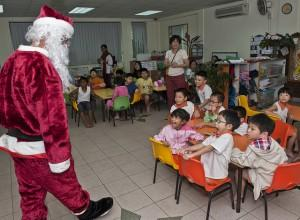 Santa meets kids in Singapore
