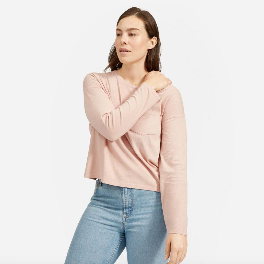 This image has an empty alt attribute; its file name is Everlane-long-sleeve-box-cut-pocket-t-1021x1024.jpg