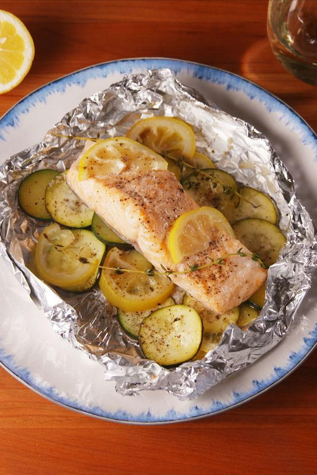 """<p>Make dinner classy without the cleanup.</p><p>Get the recipe from <a rel=""""nofollow"""" href=""""http://www.delish.com/cooking/recipes/a53206/lemon-butter-salmon-foil-packs-recipe/"""">Delish</a>.</p>"""