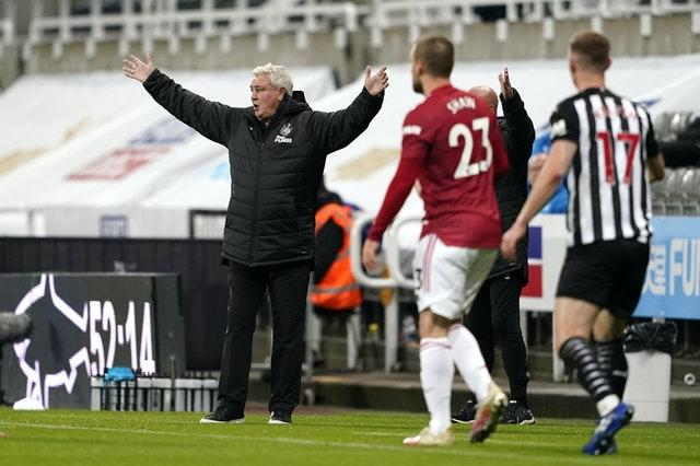Steve Bruce (left) rued the way his side finished the game