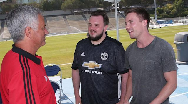 <p>Game of Thrones stars John Bradley-West (Samwell Tarly) and Joe Dempsie (Gendry) talk tactics (or not) with Jose Mourinho at Manchester United training.</p>